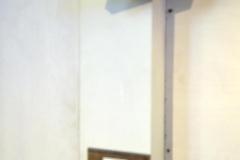 Dettaglio verticale della colonna dei registri; l'immagine del mio volto è rimandata dallo specchio posizionato sopra la console.