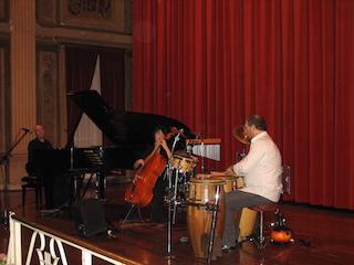 Foto collettiva del trio realizzata in occasione di un concerto tenutosi a Milano nella primavera del 2008.