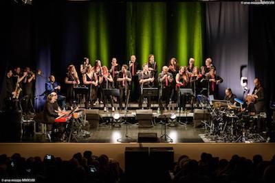 Foto Panoramica del coro e della band scattata in occasione del concerto tenutosi il 29 Aprile 2018