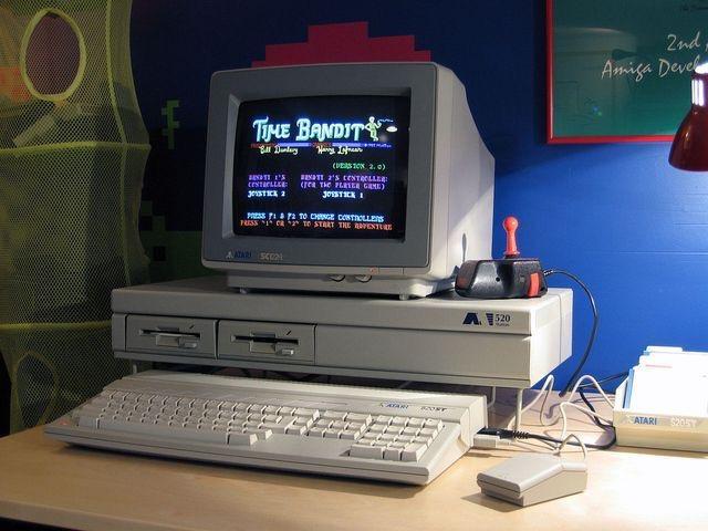 Immagine di un vecchio computer desktop A S T